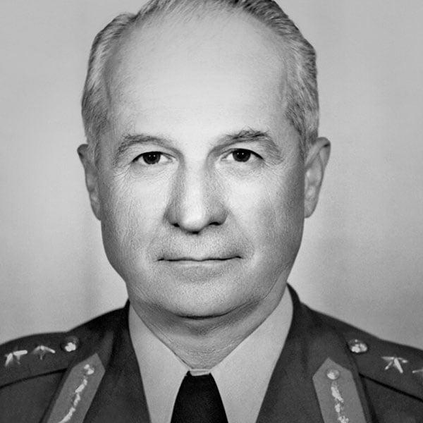 Kenan Evren. Türkiye Cumhuriyeti 7. Cumhurbaşkanı. 9 Kasım 1982 - 9 Kasım 1989