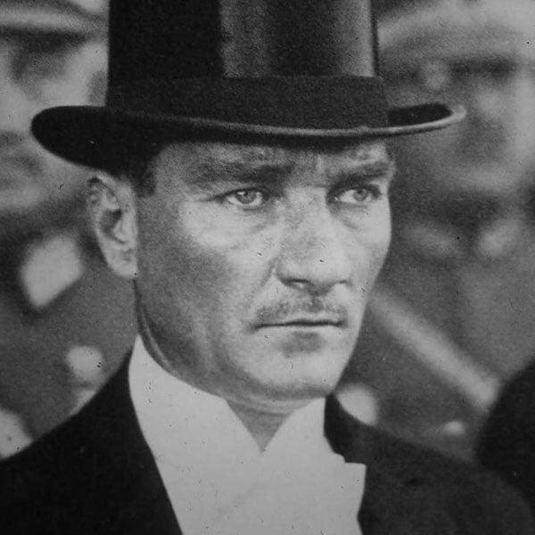 Mustafa Kemal Atatürk. Türkiye Cumhuriyeti 1. Cumhurbaşkanı. 29 Ekim 1923 - 10 Kasım 1938