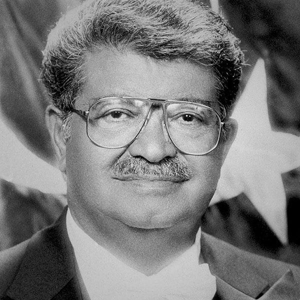 Turgut Özal. Türkiye Cumhuriyeti 8. Cumhurbaşkanı. 9 Kasım 1989 - 17 Nisan 1993